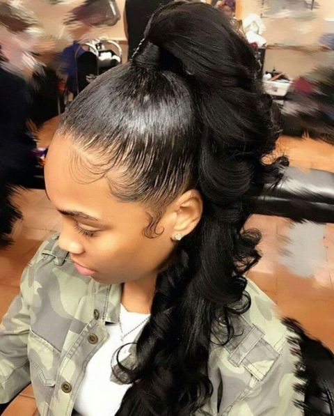 Wavy black hair ponytail hairstyles for black women in 2021-2022