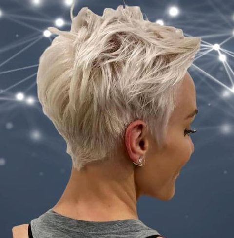 Messy layered short haircut blonde hair color