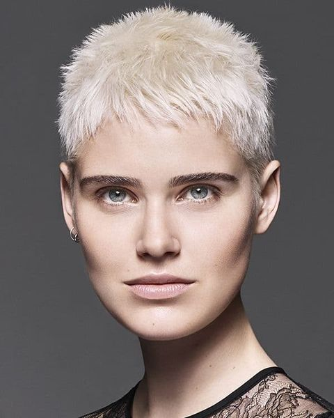 New pixie cut for blonde women with oval face