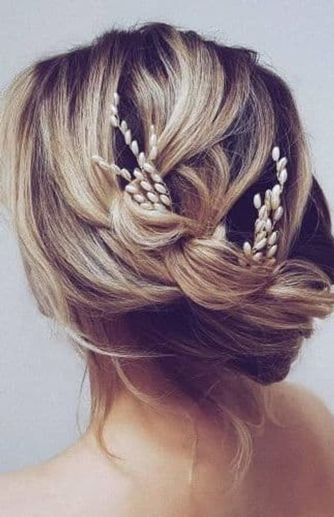 Chic wedding hairstyle for short hair