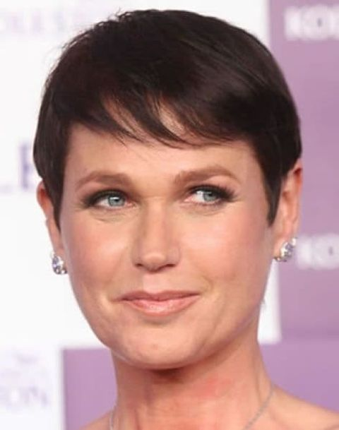 Side swept pixie cut for women with oval face