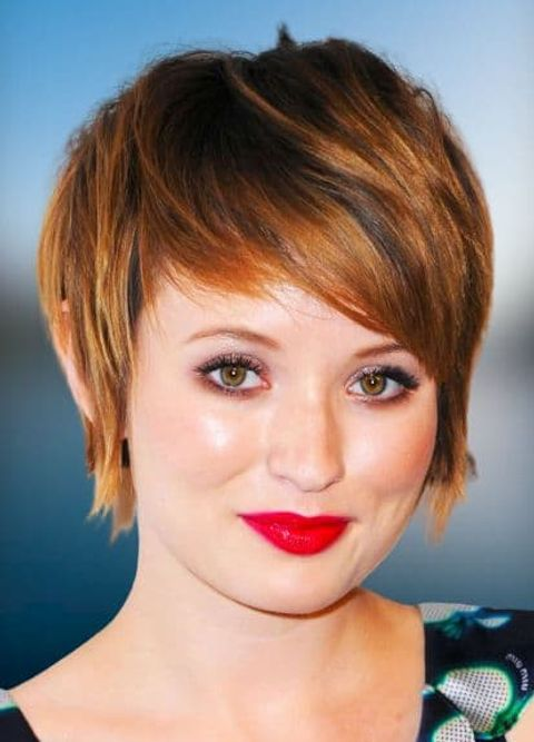 Highlight short hair style for women with round faces